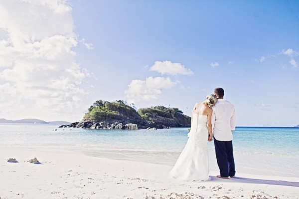 Trunk-Bay-wedding-ceremony
