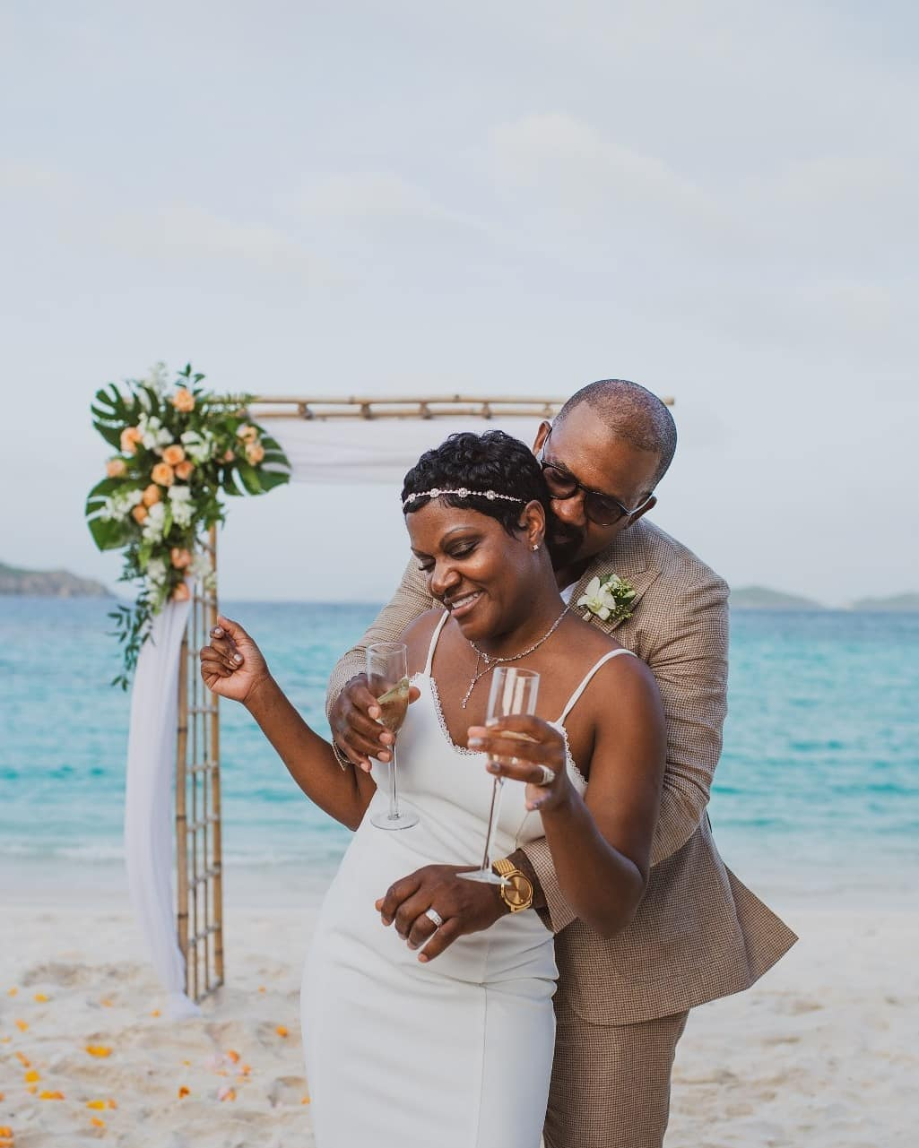 Loving this sweet candid moment caught by @brookeheikkila_photographer Lindquist Beach once again giving is a beautiful backdrop and those flowers from @eastendflowershop giving us a lovely pop of color.