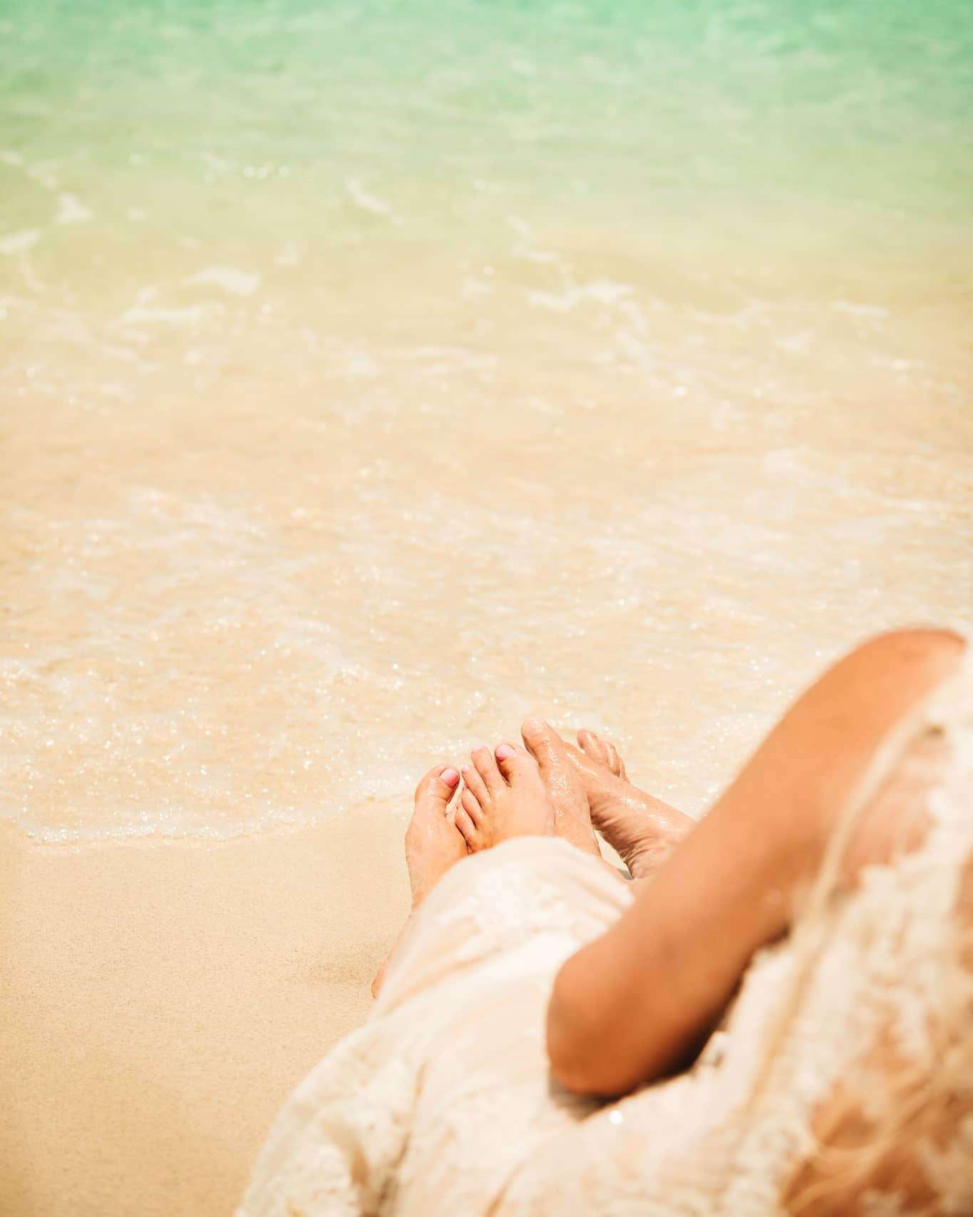 The weekend is here! Let's dip our toes in...photo by @kathryncooperweddings