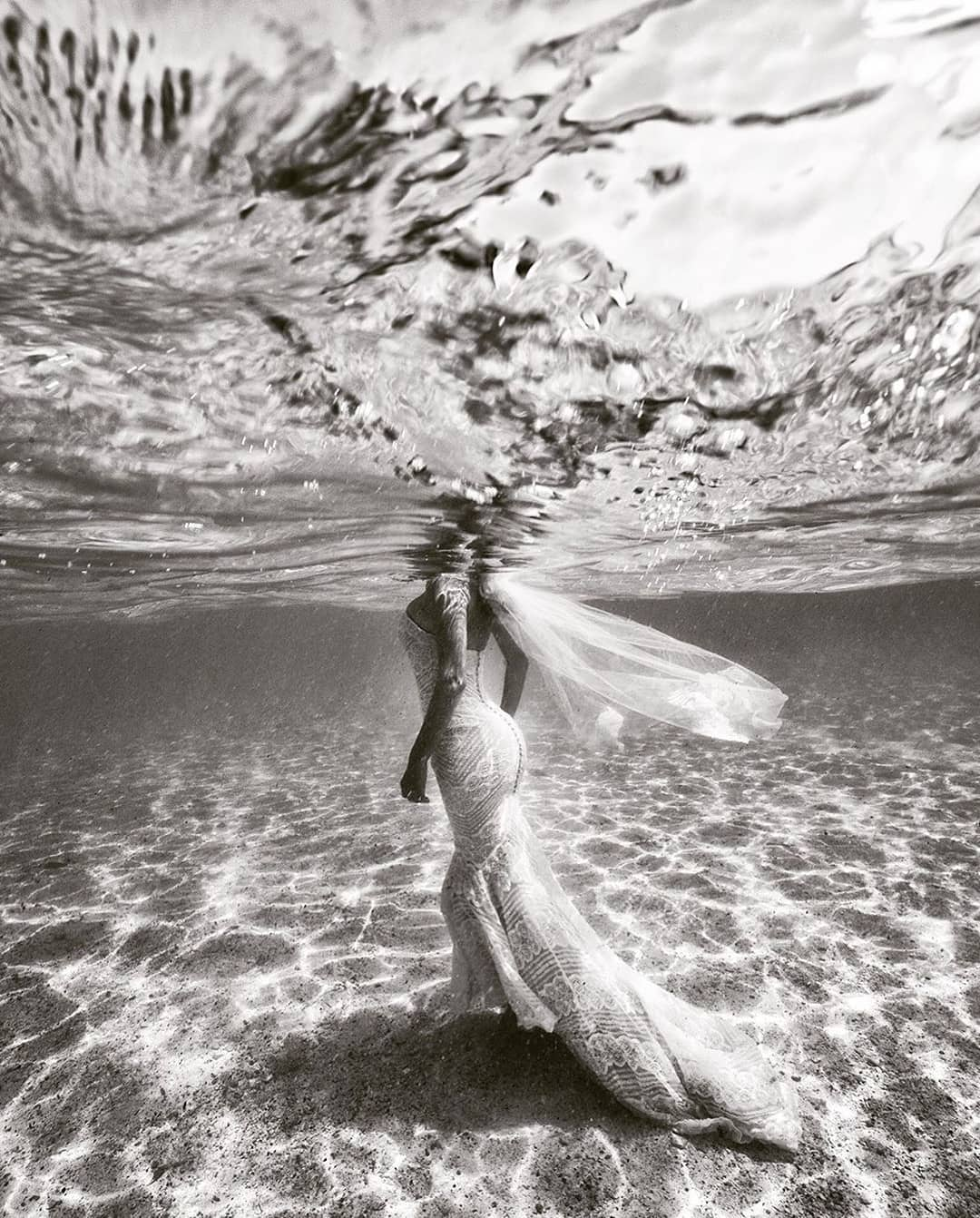 These Love for Water shoots by @blueglassphotography will be your favorite wedding investment and images you'll cherish forever, trust me on that